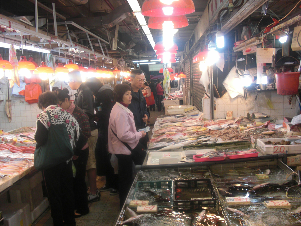 the-fish-market-where-everything-was-moving